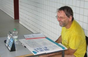 Aquaball Cheforganisator Arno am Schiri-Tisch